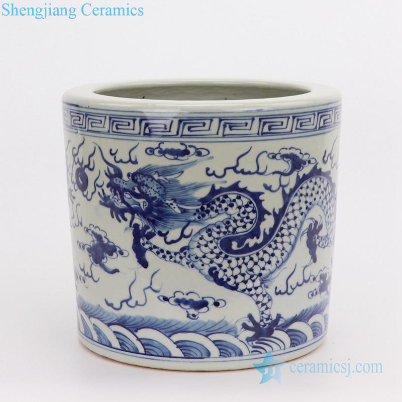 jingdezhen Blue and white cloud dragon pen holder