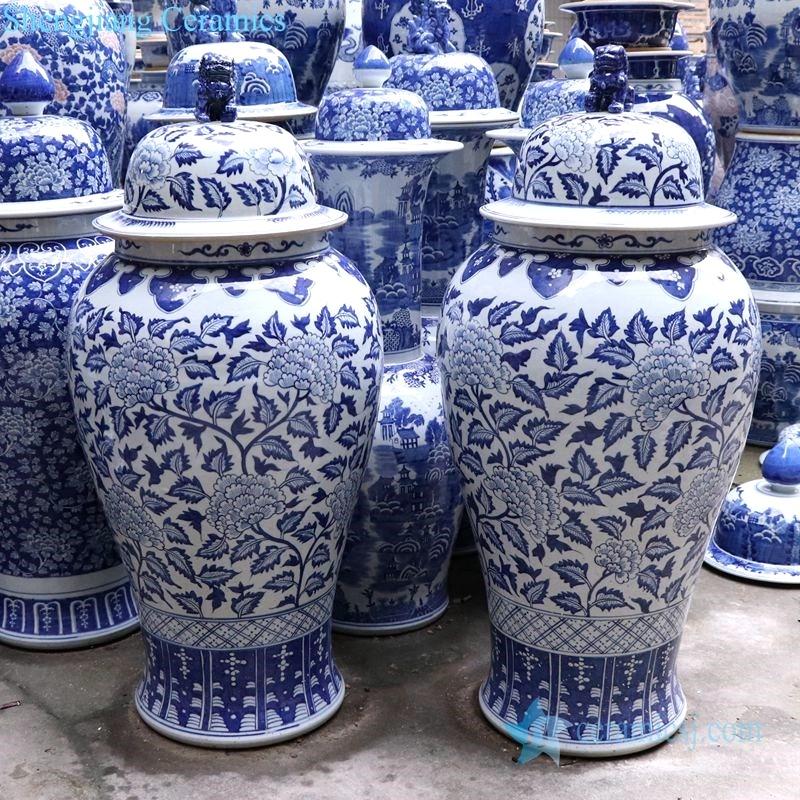 shengjiang beautiful large Lion blue and whitepattern jar