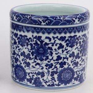 RZNV20-C Medium size daily decoration for round pen container with lotus pattern on blue and white porcelain