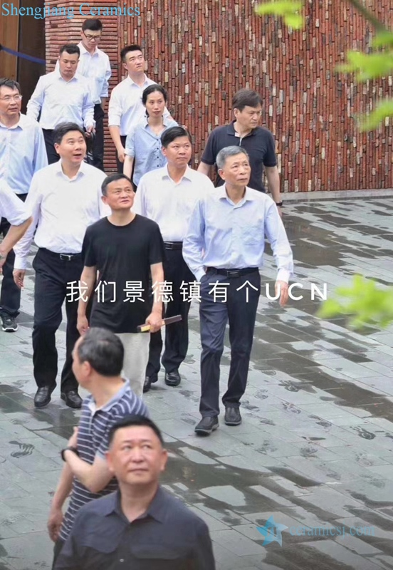 Today, Ma Yun visited Jingdezhen, the capital of China. The circle of friends swiped the screen on a large scale on wechat