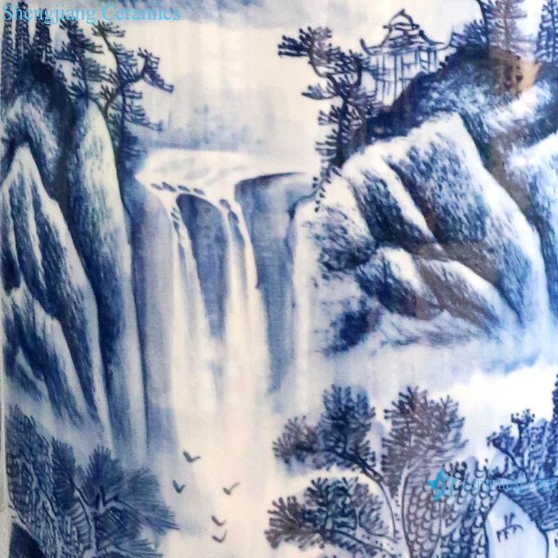 Chinese porcelain blue and white porcelain has a long history vase