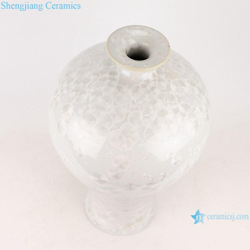 RYYX08 Chinese pure white plum ceramic vase -top view