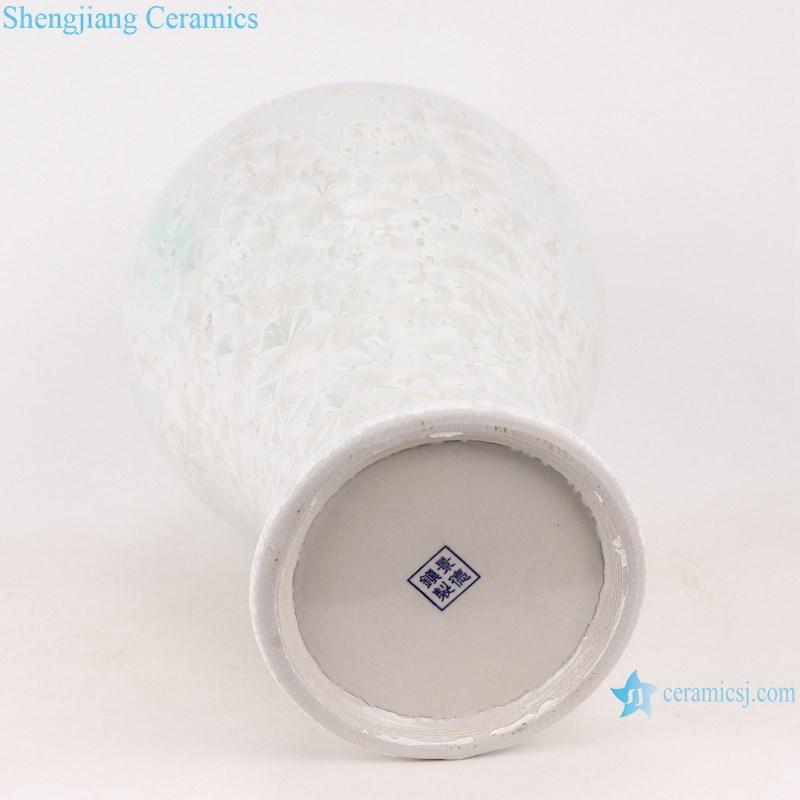 RYYX08 Chinese pure white plum ceramic vase -bottom view