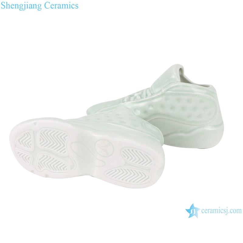 RZQU08 Color glaze green glaze engraving small size ceramic shoes for decoration-bottom view
