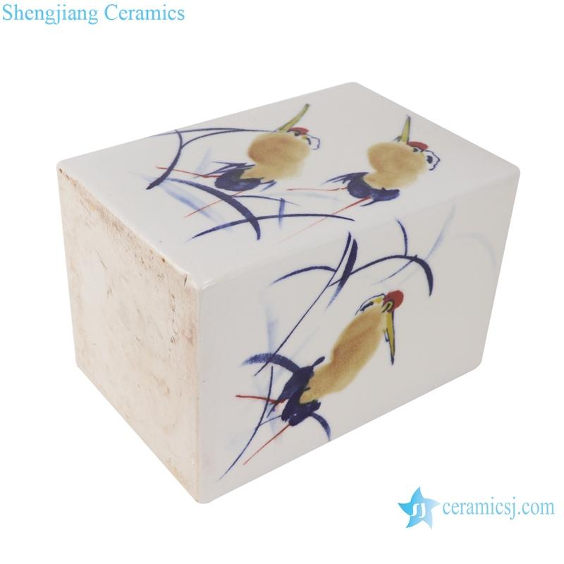 Blue and white freehand brushwork heron pattern road along pen holder