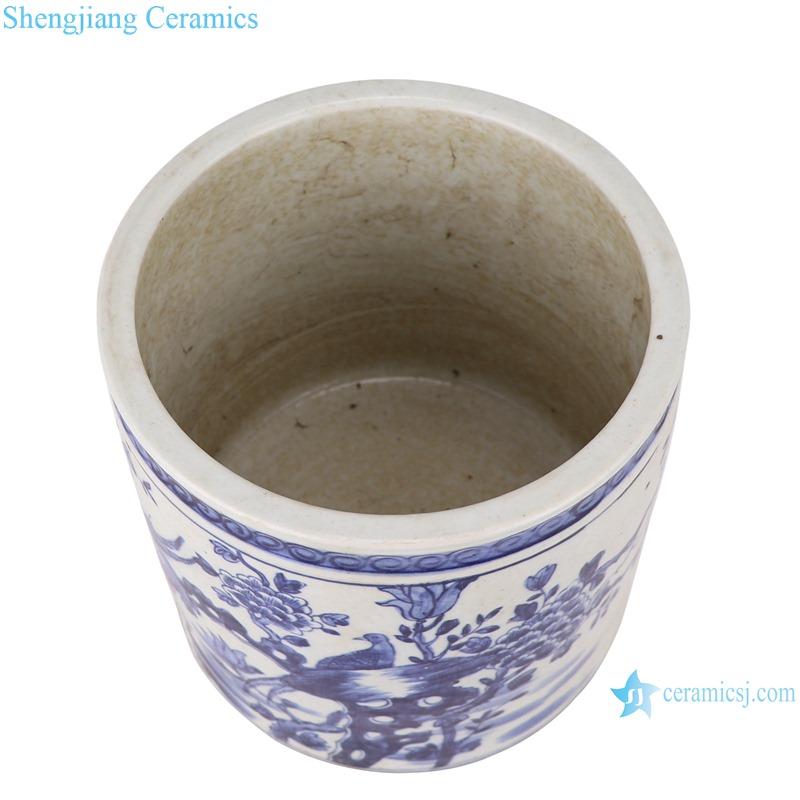 Blue and white porcelain pen holder flower pattern
