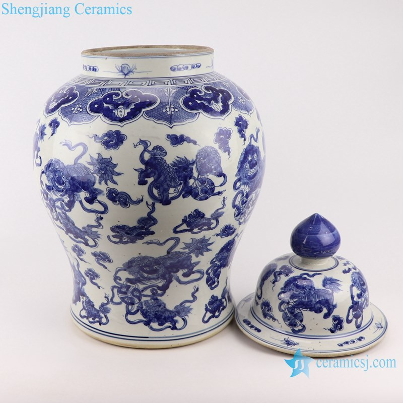 Blue and white handmade general pot of dragon design